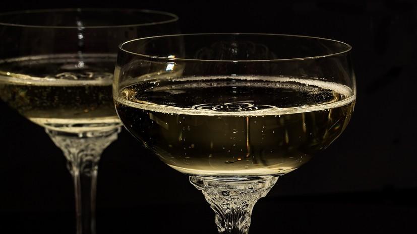 Эксперт оценила предложение ограничить продажу детского шампанского