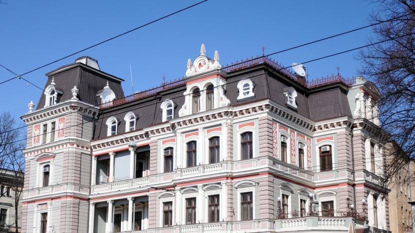 Посольство России отреагировало на осквернение памятника в Риге