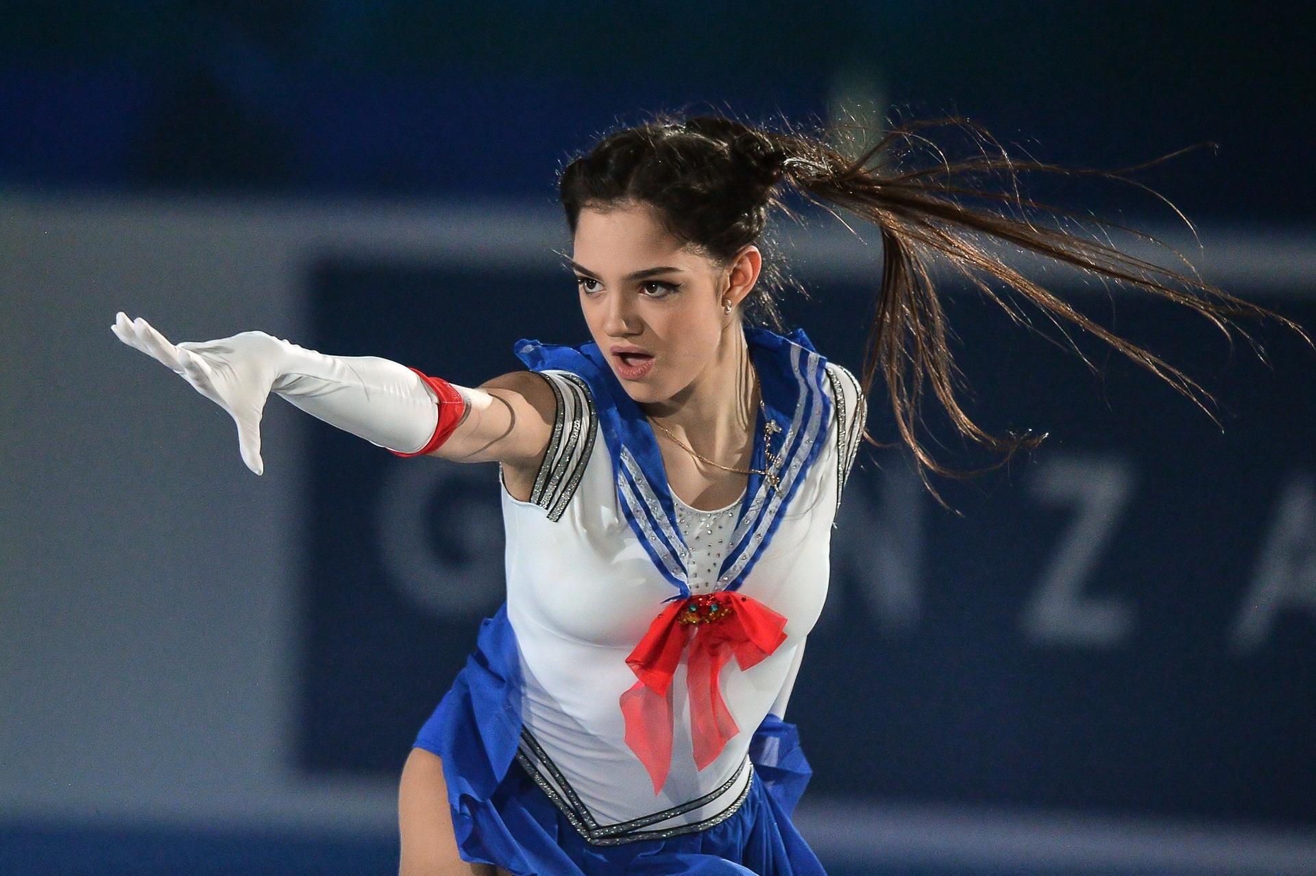 Evgenia Medvedeva | Медведева Евгения Армановна-6 - Страница 9 5dbb10e102e8bd0c8b5d5766
