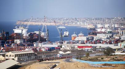 Вид на порт в городе Луанда,  Ангола