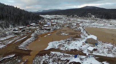 «Обнаружены тела двух без вести пропавших»: число погибших при прорыве дамбы в Красноярском крае выросло до 17