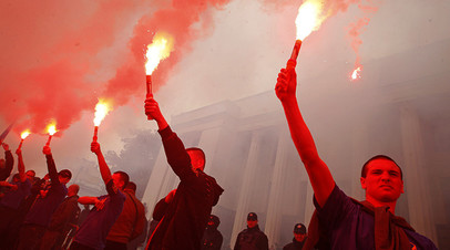 Сторонники и участники батальона «Азов» на протестах в Киеве, 20 мая 2016 года