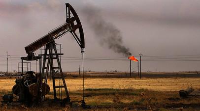 Нефтяные насосы на месторождении в районе Рмейлан на северо-востоке Сирии