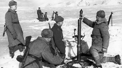 Советский миномётный расчёт на огневой позиции в Карпатах (1944)