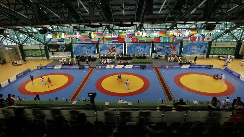 Российские самбисты завоевали семь золотых наград в первый день ЧМ