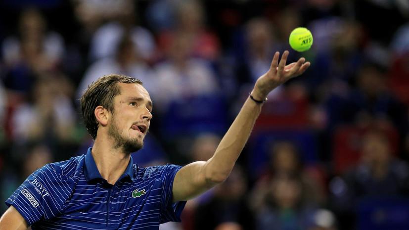 Медведев уступил Циципасу на старте Итогового турнира ATP