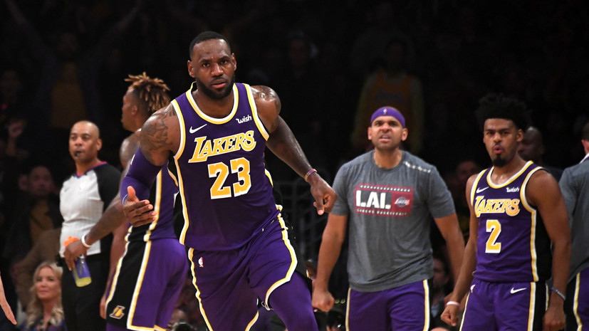 Дабл-дабл Джеймса помог «Лейкерс» разгромить «Голден Стэйт» в матче НБА