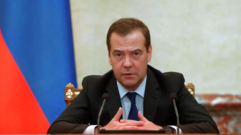 Медведев надеется на отказ от пластиковой тары в России в будущем
