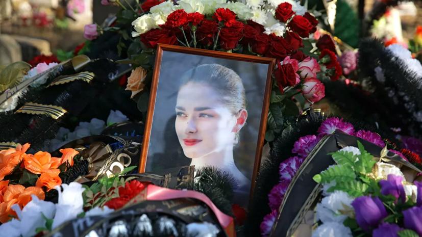 Мать убитой Соколовым аспирантки увезли в больницу с похорон дочери