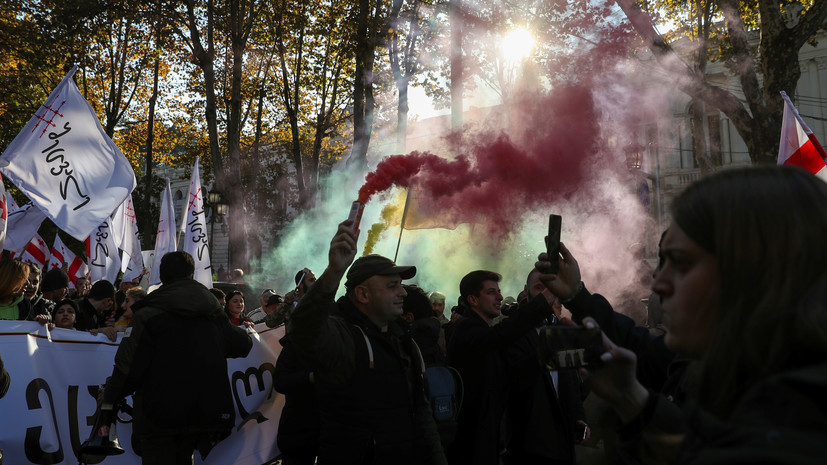 Протестующим в Тбилиси дали 30 минут на снятие блокады парламента
