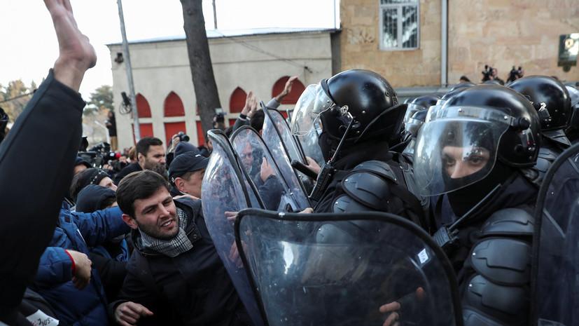 Спецназ начал использовать водомёты для разгона протестующих в Тбилиси