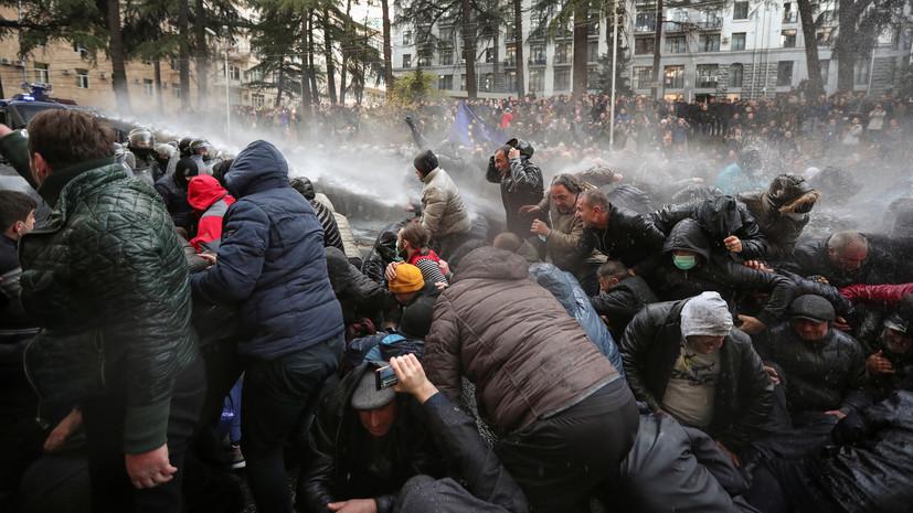 Спецназ применил слезоточивый газ для разгона протестующих в Тбилиси