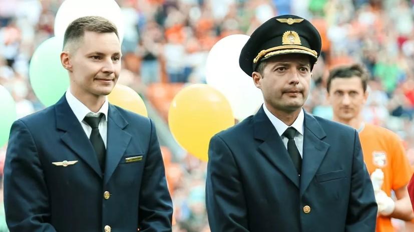 Посадившим в поле A321 пилотам вручат звёзды Героев России в Кремле
