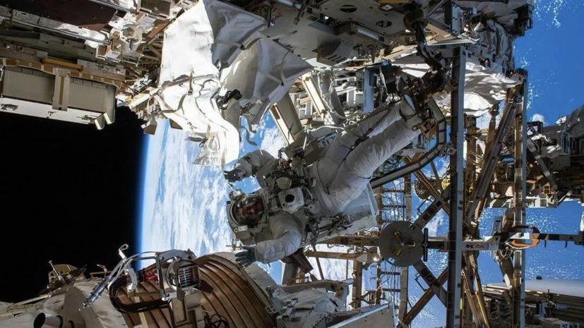 Астронавты вышли в космос для ремонта спектрометра на МКС