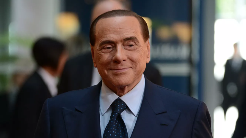 Берлускони получил ушиб при падении во время конгресса в Загребе
