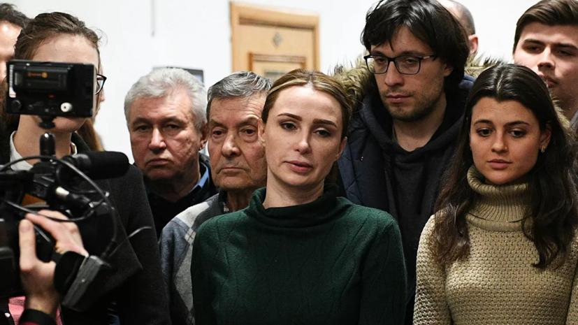 Telegram-канал СИЛОВИКИ сообщил о встрече жены обвинённого в коррупции Шестуна с Ходорковским