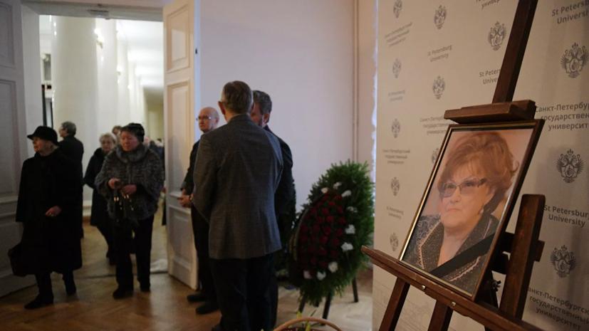 Людмилу Вербицкую похоронили на Северном кладбище под Петербургом