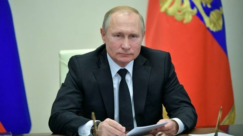 Песков сравнил работу Путина с доменной печью