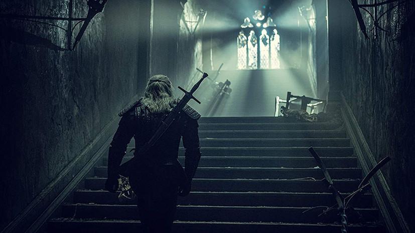 Ведьмак Кавилл и экранизация Диккенса: какие сериалы смотреть в декабре