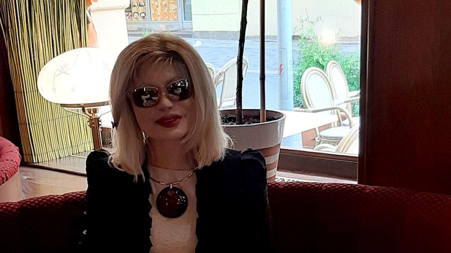 «Я наслаждаюсь жизнью»: Как живет сейчас, облитая кислотой 20 лет назад модель Элеонора Кондратюк
