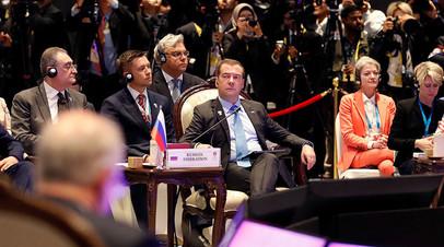 Председатель правительства РФ Дмитрий Медведев на заседании 14-го Восточноазиатского саммита