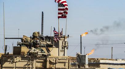 Американские военные патрулируют территорию возле нефтяных скважин на северо-востоке Сирии