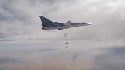 Дальний бомбардировщик Ту-22М3 наносит бомбовый удар по объектам террористов в Сирии