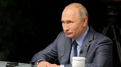 Путин подписал закон о сокращённом рабочем дне для женщин в сёлах