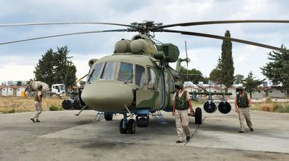 Транспортно-штурмовой вертолет Ми-8АМШТ на аэродроме Хмеймим в Сирии