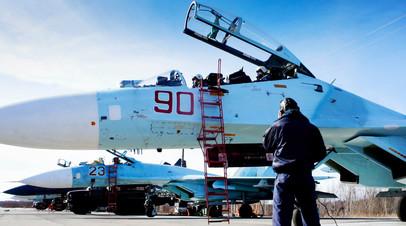Самолёты ВКС России после осмотра техников