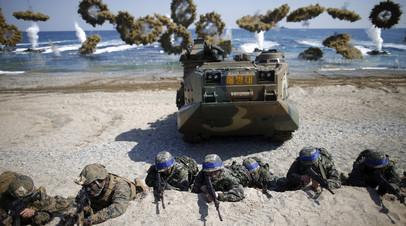 Южнокорейский и американский солдаты на совместных манёврах