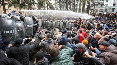 Трое госпитализированы после разгона участников протестов в Тбилиси