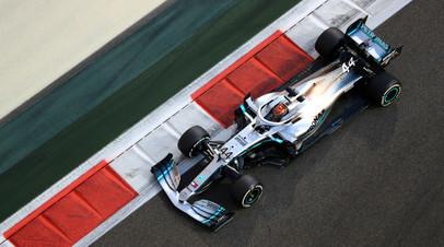 Хэмилтон выиграл квалификацию Гран-при Абу-Даби, Квят — 14-й