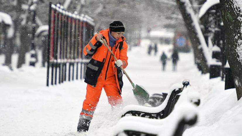 В Петербурге рассказали о ходе работ по уборке снега