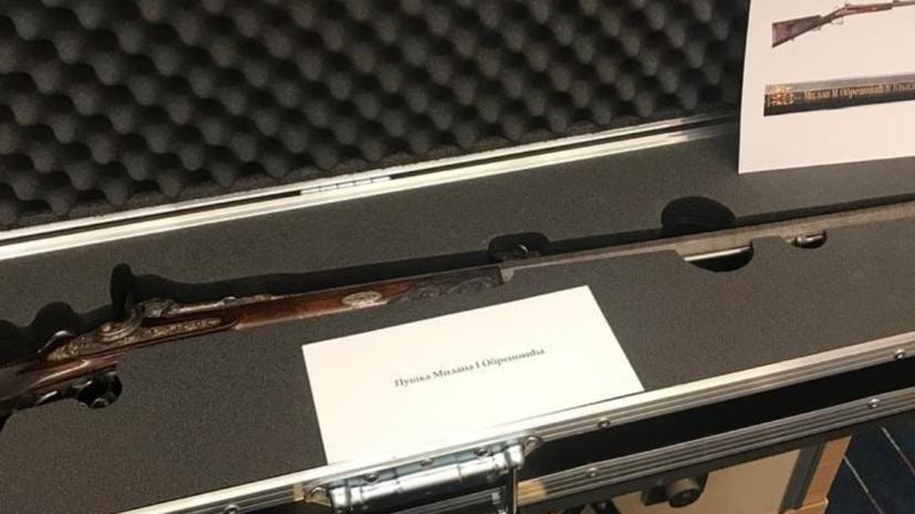 Путин подарил Вучичу ружьё сербского короля