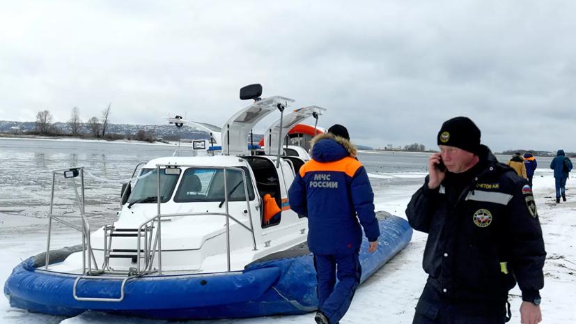 Льдина с шестью рыбаками оторвалась от берега в Ивановской области