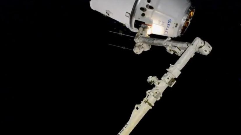 Американский грузовой корабль Dragon завершил стыковку с МКС