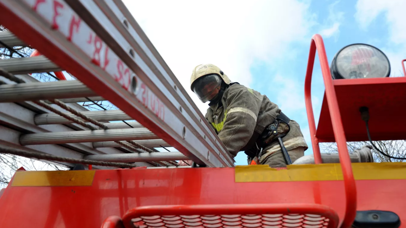 В Петрозаводске загорелся склад