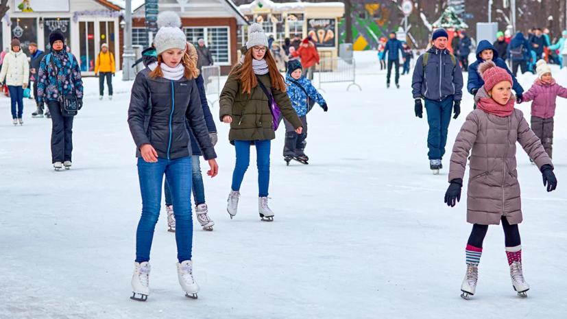В Москве рассказали о работе катков и хоккейных коробок в столичных парках