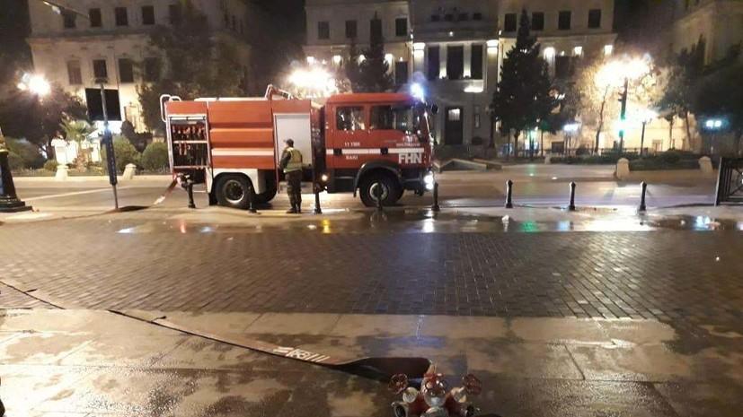 В Баку на рынке строительных материалов начался пожар