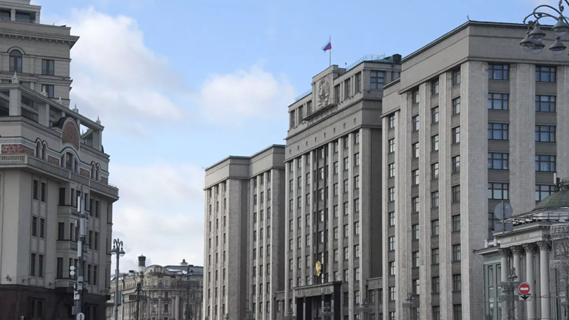 Госдума приняла во втором чтении законопроект о курилках в аэропортах