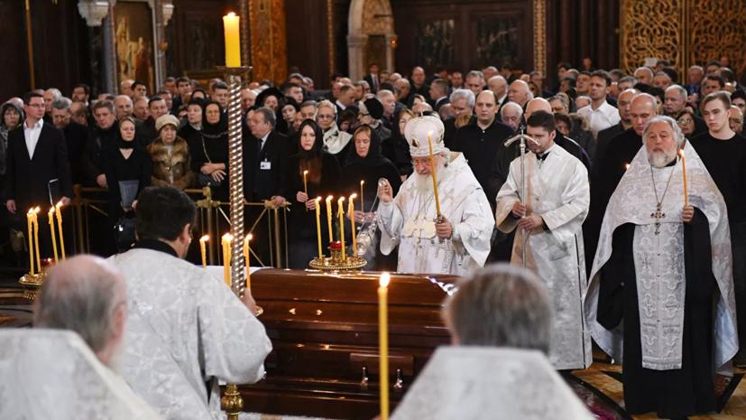 Патриарх Кирилл совершил отпевание Лужкова вхраме Христа Спасителя
