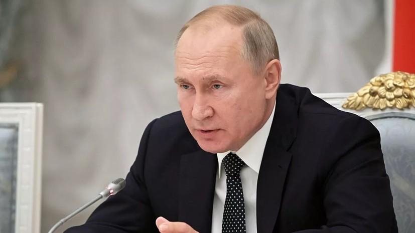 Путин поручил перейти от бумажных к электронным документам в медицине