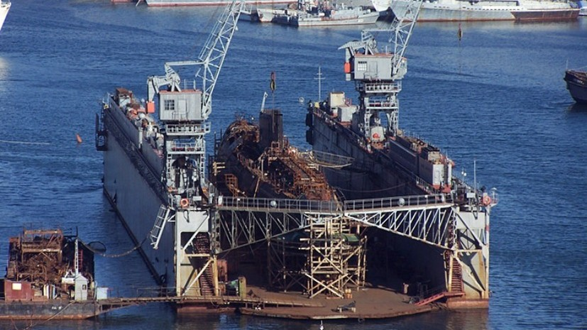В бухте Севастополя затонул ПД-16 со списанной подлодкой