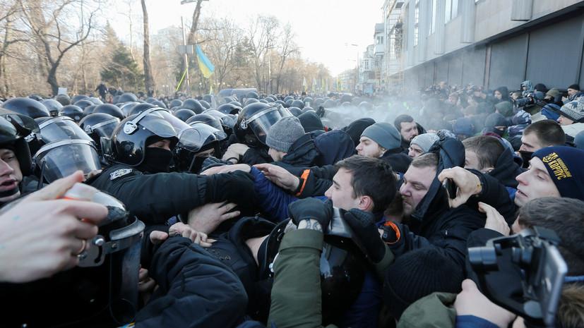 В ходе столкновений возле Рады пострадали 17 полицейских