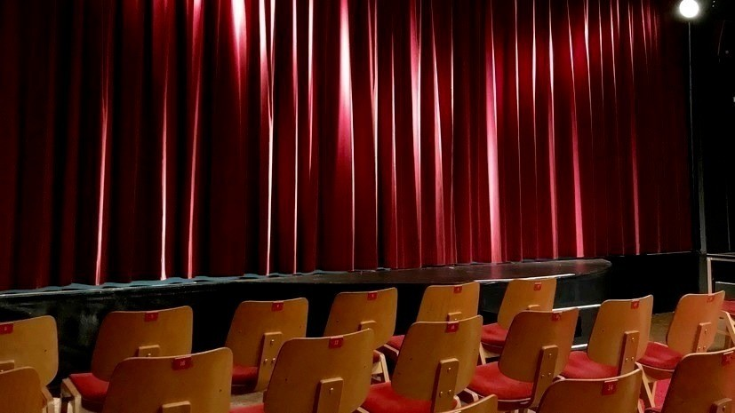 Актёр Иван Колесников прокомментировал ситуацию с современным театром