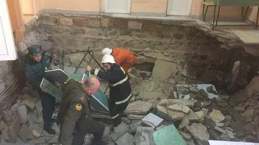 В Ереване 11 человек пострадали при ЧП в здании военкомата