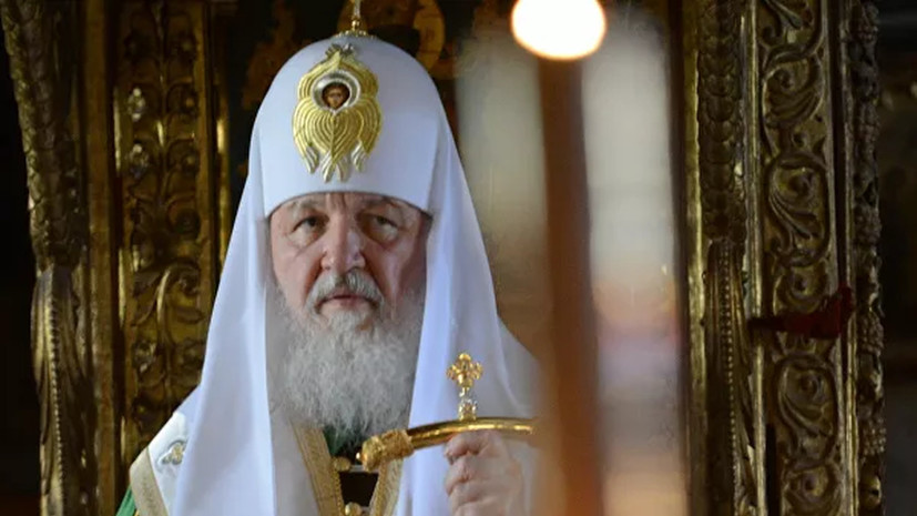 Патриарх допустил частичное ведение богослужений на русском языке