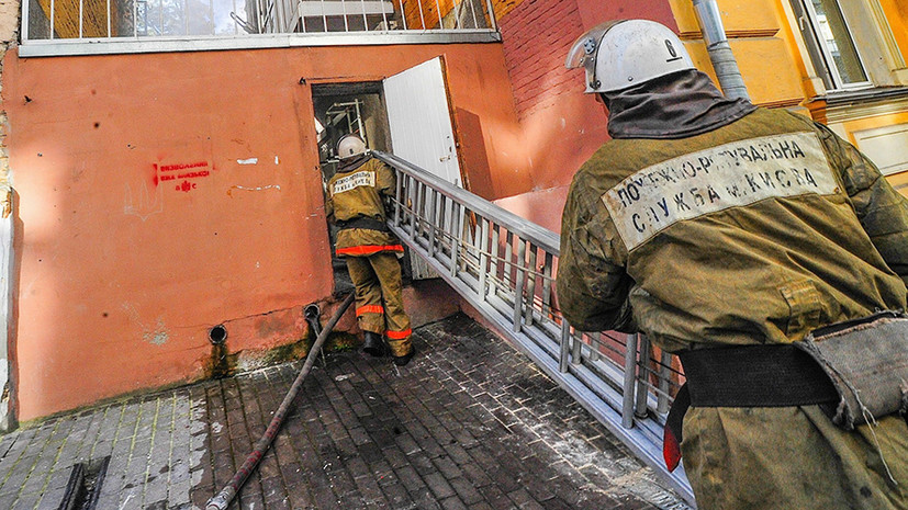 Два человека погибли при пожаре в многоэтажке в Киеве