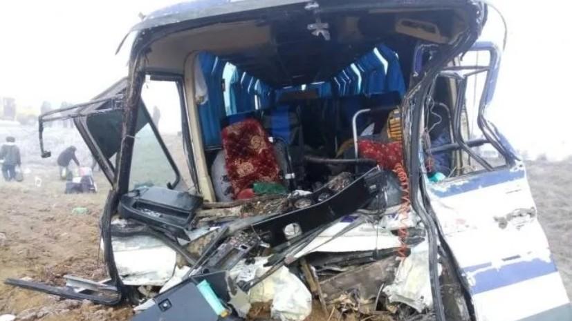 Грузовик столкнулся с автобусом в Волгоградской области